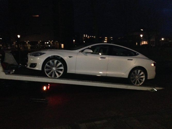 Tesla Model S storing! – update