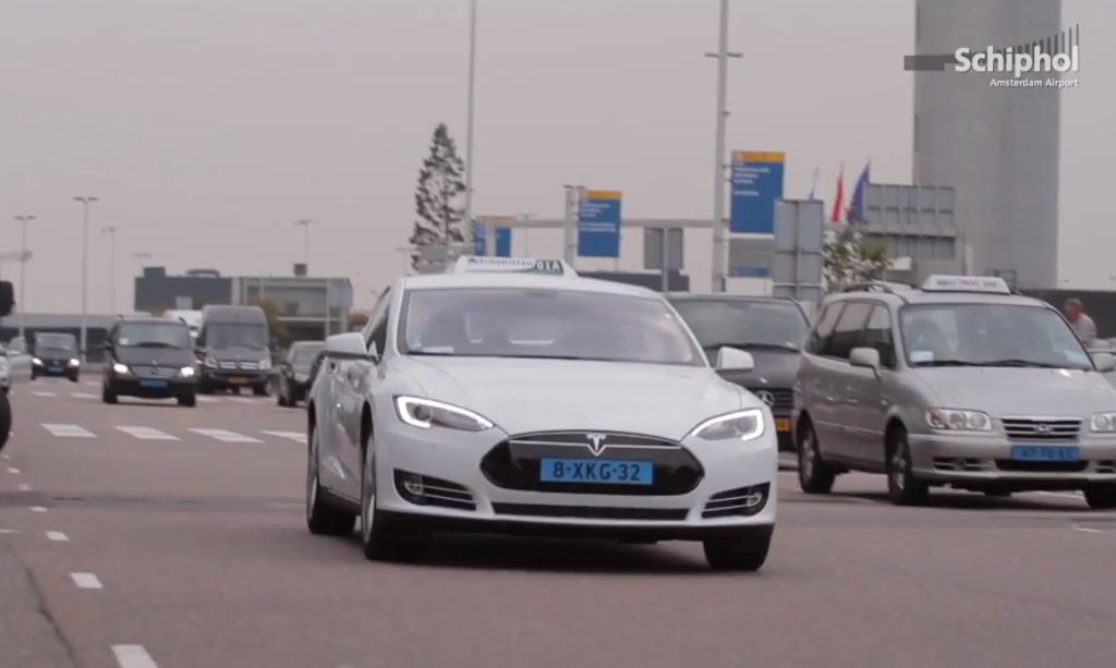 Tesla taxi Schiphol