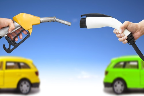 Frankrijk-Engeland: Geen benzine en diesel auto's vanaf 2040