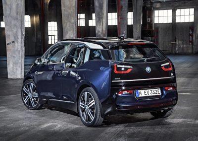 BMW i3 blauw achter