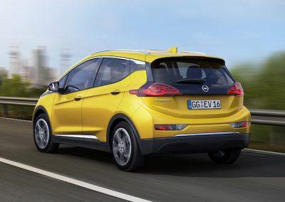 Opel Ampera e geel achter