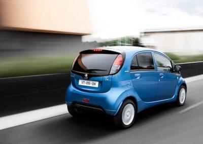 Peugeot iOn achter
