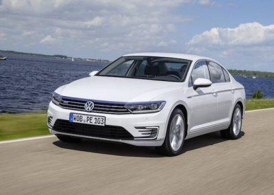 Volkswagen-Passat-GTE-01