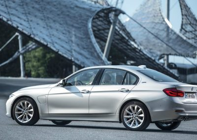 BMW 330e i-performance-01