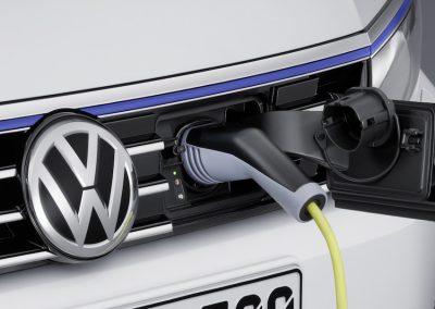 Volkswagen Passat GTE Variant-05