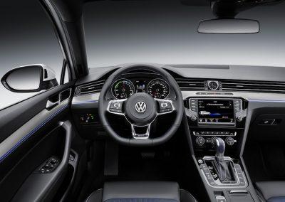 Volkswagen Passat GTE Variant-07